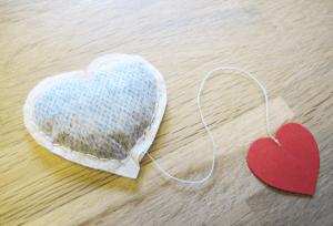 Theezakje in de vorm van een hartje
